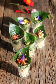 เมี่ยงคำ Meang Kham Thai appetizer , at Blue lagoon Koh Chang Thai Cooking School. Chang Thai, Koh Chang, Thai Appetizer, Appetizers, Thai Food Menu, Food Promotion, Thai Street Food, Thai Dessert, Thai Cooking