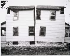 Gordon Matta-Clark, Splitting, 1974