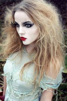 Halloween Costume Make-up & Face Painting Ideas. Halloween Costume Make-up & Face Painting Ideas. Halloween Clown, Halloween Looks, Halloween Party, Halloween Bride, Halloween Doll Makeup, Broken Doll Halloween Costume, Alice Halloween, Gothic Halloween, Easy Halloween
