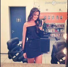 Bruna Marquezine escolheu uma saia preta e uma blusa com transparência para participar do 'Domingão do Faustão'