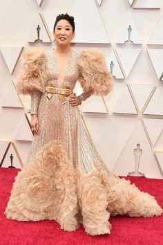 Oscars 2020 Red Carpet - Sandra Oh in Elie Saab Lilly Singh, Lily Aldridge, Chanel Vestidos, Vestidos Oscar, Regina King, Sandra Oh, Dior Haute Couture, Charlize Theron, Stuart Weitzman