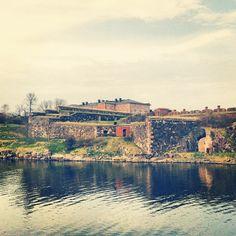 Suomenlinna / Sveaborg paikassa Helsinki, Etelä-Suomen Lääni Beautiful Islands, Helsinki, Historical Sites, Castles, Places Ive Been, To Go, River, World, Outdoor