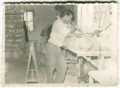 Η ιστορία του Ίκαρου μας επιστρέφει σε μια άλλη πιο δημιουργική και παραγωγική Ρόδο. Μια ιστορία φτιαγμένη από σχέδια, χρώματα και ροδιακό χώμα που γι...- Ο Ίκαρος, η ιστορία του, και τα πανάκριβα κεραμικά του! - Η ΡΟΔΙΑΚΗ Greece Rhodes, Rhode Island, Kai, Pottery, Sculpture, Painting, Ceramica, Painting Art, Paintings