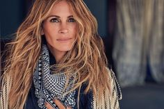 Julia Roberts Featured in InStyle Magazine and She has not aged one bit! - Almost turning 50 years old and still looking hot. More pictures below>>> scarf Julia Roberts Hair, Julia Roberts Style, New Hair, Your Hair, Instyle Magazine, Cut And Color, Belle Photo, Pretty Woman, Divas
