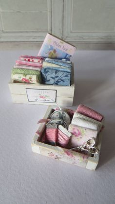 A single fabricbasket for the dollhouse!