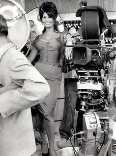 Unless you can be Sofia Loren. Then ALWAYS be Sofia Loren. Star Hollywood, Hollywood Glamour, Classic Hollywood, Hollywood Photo, Hollywood Cinema, Divas, Retro 50, Sophia Loren Images, Italian Actress