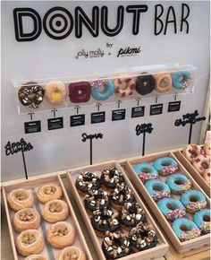 10 Graduation Party Food Bar Inspirations For The Best Party Ever - You might be thinking about what your graduation party food bar is going to look like? Here are 10 Graduation Party Food Bar Inspirations! Wedding Donuts, Wedding Desserts, Wedding Snack Bar, Donut Wedding Cake, Wedding Food Bars, Wedding Planning, Dessert Ideas For Wedding, Wedding Food Bar Ideas, Cookie Bar Wedding