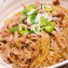 義父に「うまい」と言われた♪豚バラ肉と春雨の炒め煮 | 春雨で低カロリー&ボリュームUP! なのに安価で、簡単に出来るのが嬉しい♪ 義父に「うまい」と言ってもらえたお勧めの一品です^^ Asian Cooking, Easy Cooking, Cooking Recipes, Pork Recipes, Asian Recipes, Healthy Recipes, Healthy Food, Mie Goreng, Japanese Dishes