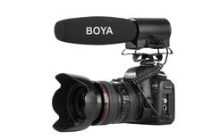 BOYA BY-DMR7 is a broadcast quality condenser microphone specially designed for DSLR cameras and camcorders. The integrated flash recording allows you to record 24-bit/48kHz wav audio files to MicroSDHC cards(not included), supporting capacities up to 32GB.