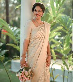 Bridal Sari, Wedding Sari, Indian Wedding Outfits, Dream Wedding Dresses, Kerala Wedding Saree, Indian Weddings, Indian Outfits, Wedding Bells, Wedding Gowns