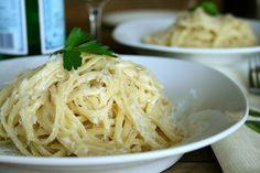 Parmesan & Garlic Linguine {Super Easy!} Was going to make this for dinner tonight, but then got a text message about going out for dinner.   # Pinterest++ for iPad #