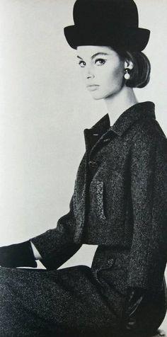 Vogue US, August 1962.  Jean Shrimpton photographed by Laurent.