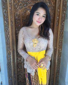Image may contain: one or more people and people standing Beauty Full Girl, Beauty Women, Kebaya Bali Modern, Dogy Style, Kebaya Dress, Batik Kebaya, Bali Girls, Model Kebaya, Myanmar Women