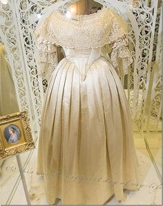 Queen Victoria's wedding dress She married her cousin, Prince Albert from Saksen Coburg, Germany. Victoria was tiny at just and this dress is said to look almost like a doll's – it's so small. Royal Wedding Gowns, Royal Weddings, Wedding Dresses, Vintage Gowns, Vintage Outfits, Vintage Clothing, Queen Victoria Wedding Dress, Reine Victoria, Victorian Fashion
