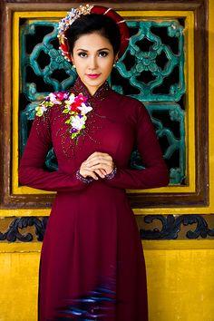 Việt Trinh khoe nhan sắc với áo dài truyền thống - VnExpress Giải trí