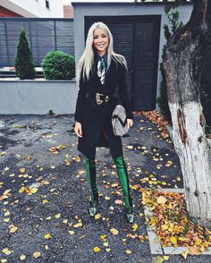 My look for today #streetstyle #velvetboots #emerald #velvet   www.alinaceusan.net Daily Fashion, Fashion Beauty, Fall Outfits, Fashion Outfits, Cool Style, My Style, Winter Looks, Winter Wardrobe, Autumn Winter Fashion