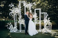 Stylish geometric backdrop / black and white wedding / wedding on the roof