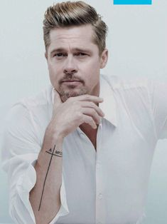 Brad Pitt as Jake Marlowe in The Diviners series would be a great casting coup. That is if the books are made into movies. Brad Pitt And Angelina Jolie, Jolie Pitt, Brad Pitt Tattoo, Brat Pitt, Curly Afro Hair, Cooler Stil, Afro Hairstyles, Haircuts, Brad Pitt Hairstyles
