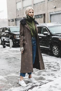 NYFW-New_York_Fashion_Week-Fall_Winter-17-Street_Style-Checked_Coat-Turtleneck-Acne_Sneakers-2
