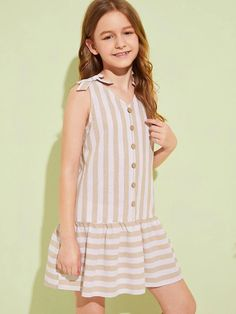 To find out about the Girls Knot Shoulder Button Front Ruffle Hem Striped Dress at SHEIN, part of our latest Girls Dresses ready to shop online today! Dresses Kids Girl, Kids Outfits Girls, Cute Girl Outfits, Modelos Fashion, Kids Frocks, Applique Dress, Baby Girl Fashion, Striped Dress, Baby Dress