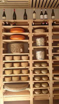 Quesos y vino by mariadlpargacha IFTTT Küchen Design, Store Design, Caves, Cheese Cave, Deli Shop, Cheese Brands, Cheese Store, Container Bar, Fromage Cheese