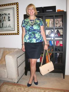 A Girl In Boston -I love this lady. she is real life, and looks gorgeous in her J Crew floral peplum top. Office Fashion Women, Womens Fashion For Work, Classic Style Women, Office Attire, Casual Party, Interiores Design, Looking Gorgeous, Women's Fashion Dresses, Get Dressed
