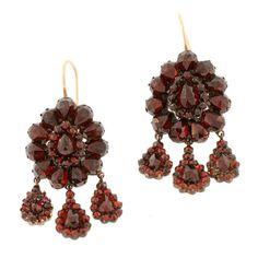 Victorian 14kt Gold Bohemian Garnet Hanging Earrings