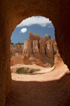 The Doorway at Bryce Canyon, Utah / USA (by   David Stocker).