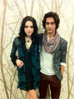 Beck and Jade Victorious Jade And Beck, Victorious Cast, Nick Tv Shows, Beck Oliver, Victorious Nickelodeon, Hollywood Arts, Drake And Josh, Rebel Fashion, Avan Jogia