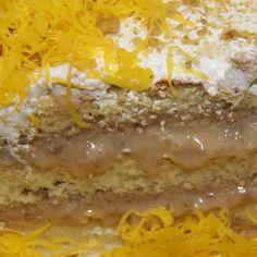 Bolo Nozes com Doce de Leite: Delicioso bolo branco recheado com doce de leite e Nozes, coberto com marshmallow e fios de ovos.   #love #DiNorma #instagood #photooftheday