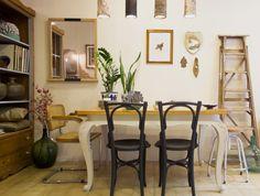 El mismo rincón comedor con tres paredes diferentes. num 3: pared  color malva. Studio Alis- Barcelona