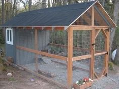 Great walk in chicken coop. I totally want this when you move to durango #chickencoopplans