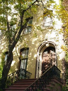 does everyone dream of a townhouse in Chelsea??? townhouse, brownstone or loft??? oh my!