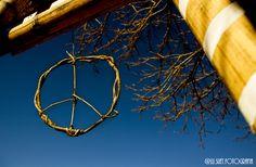 Paz e amor, por favor! #pazeamor #loveandpeace #paz #peace #amor #love #simbolo #symbol #promovapaz #amemais #lovemore #vida #life #foto #fotografia #photograph #natureza #naturephotography #saotomedasletras #mg #minasgerais #viagem #travel #canon #canonbr #desafiocanon118 #lusuet