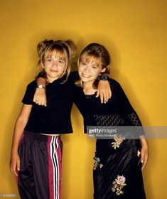 Remember when Mary Kate and Ashley Olsen dictated all of your fashion accessory game? Or did you black that part of your style history out like I did? Mary Kate Ashley, Ashley Olsen, Little Kid Fashion, Kids Fashion, Mode Outfits, Fashion Outfits, Olsen Twins Style, 90s Outfit, 2000s Fashion