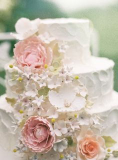 delicate edible flowers cascading across the wedding cake