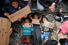 Prosto z mostu - Dzieci na torach. Protest imigrantów w Idomeni