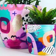Flower Pot Art, Flower Pot Design, Pottery Painting Designs, Pottery Art, Paint Designs, Painted Plant Pots, Painted Flower Pots, Decorated Flower Pots, Cactus Y Suculentas