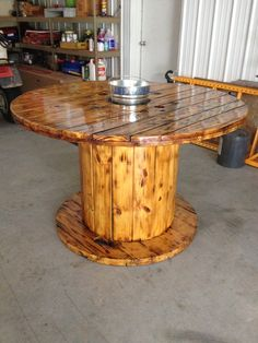 diy holz easy diy rustic farmhouse decor ideas you can do it today 3 Diy Cable Spool Table, Wood Spool Tables, Wooden Cable Spools, Wood Bar Table, Cable Spool Ideas, Patio Table, Wire Spool, Bar Furniture, Pallet Furniture