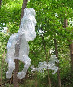 Mark Jenkins, les sculptures en scotch - Strange Stuff And Funky Things