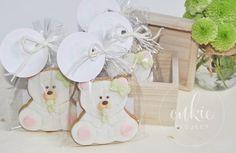 Bonitas y dulces galletas decoradas de osito bebé con chupete, en color rosa y verde, para bautizo de niña!! Galletas originales y personalizadas para bebés decoradas en fontant y con un packaging bonito!!