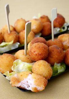 Ham and cheese balls / Polpettine prosciutto e formaggio Finger Food Appetizers, Finger Foods, Appetizer Recipes, Snack Recipes, Cooking Recipes, Tapas, Antipasto, Snacks, Gastronomia