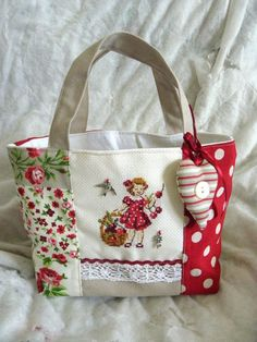 The Effective Pictures We Offer You About diy purse crossbody A quality picture can tell you many things. Patchwork Bags, Quilted Bag, Handmade Handbags, Handmade Bags, Diy Purse Crossbody, Sacs Tote Bags, Fabric Bags, Beautiful Bags, Cross Stitch Embroidery