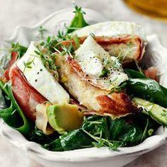 Sałatka z awokado, szpinakiem i serem kozim | Kwestia Smaku