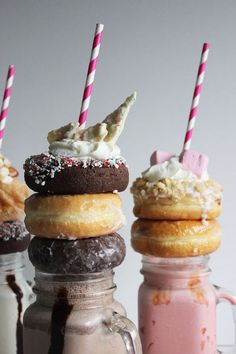Poppytalk: Happy Holiday Neopolitan Extreme Milkshakes!:
