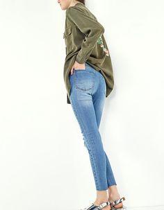 Jeans în Stradivarius online. Intră acum și descoperă Jeans pentru tine | Returnări gratuite.