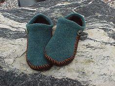 Ravelry: EZ 2-Needle Felted Slipper Pattern pattern by Kris Basta - Kriskrafter, LLC knitted flat, then sewn, incl.sole instr