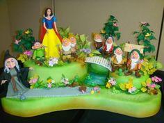 Blanca Nieves Y Los 7 Enanos (With images) 17 Birthday Cake, White Birthday Cakes, Snow White Birthday, Adult Birthday Cakes, Crazy Cakes, Fancy Cakes, Cute Cakes, Disney Themed Cakes, Disney Cakes