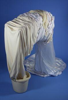 Titel: Heimwee Materiaal: textiel, ijzer, plastic Hoogte: 1.1 m. Kunstenaar: Jacqueline van Bergeijk