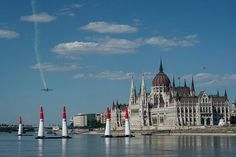 Budapest is the bedrock of the Red Bull Air Race, here's what happened in the 10 previous races Red Bull, Budapest, New York Skyline, Pilot, Arch, Racing, Travel, Longbow, Viajes